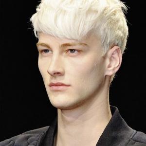 Coloration blonde pour homme - un éclaircissement s'impose
