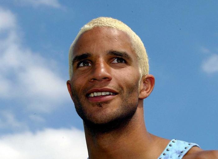 coloration blond clair pour cheveux court homme