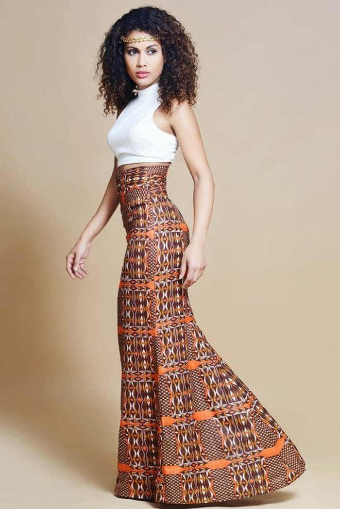 tenue africaine, jupe taille haute, maillot blanc, diadème tresse, cheveux frisés