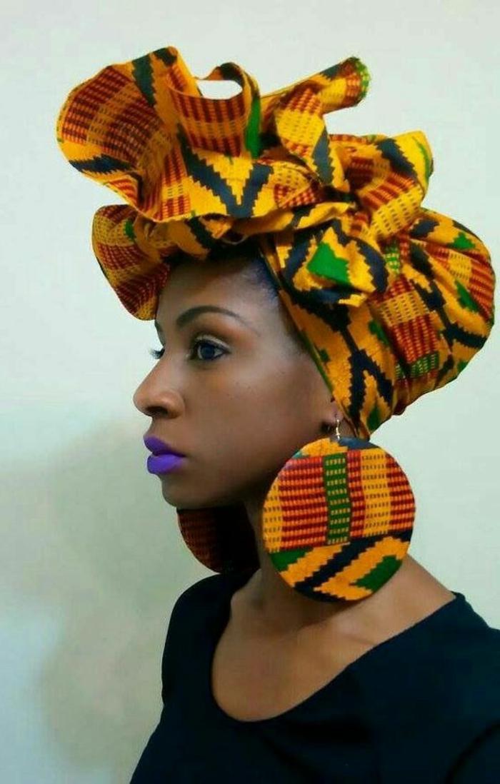 tenue africaine, foulard de tête magnifique, grosses boucles d'oreilles