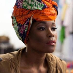 La couture africaine de nos jours - mariage des tendances et de la tradition