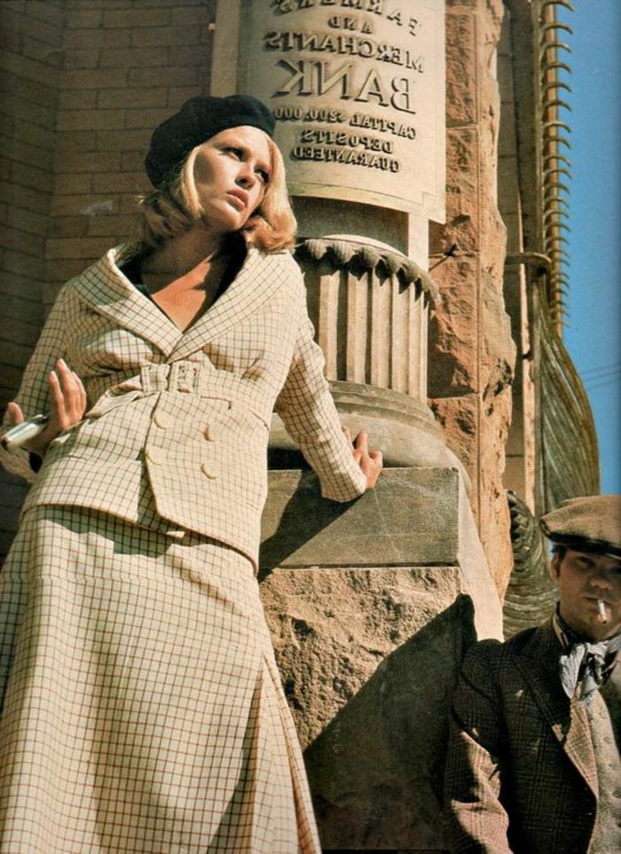 tenue année 60 femme, cosume à petits carrés, Faye Danaway
