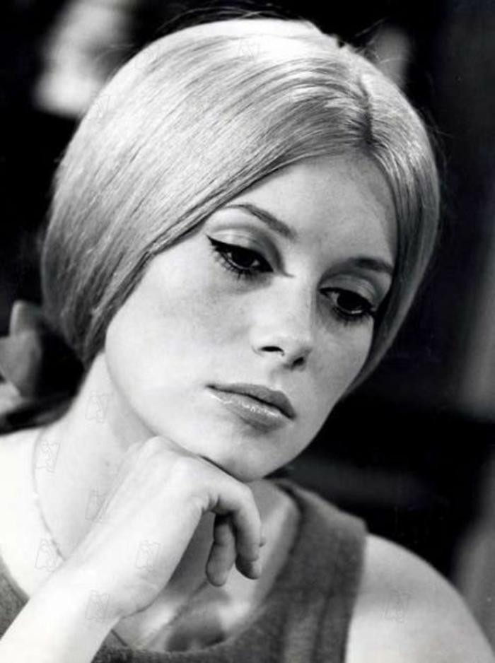 tenue année 60 femme, Catherine Deneuve avec une coiffure bien démêlée