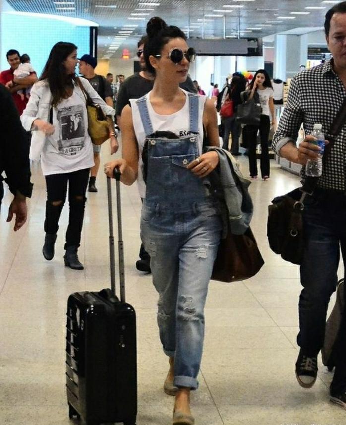 Tenue voyage avion tenue confortable idée femme salopette en jean