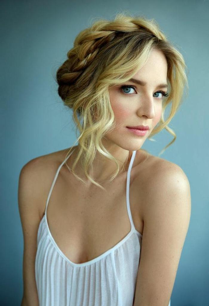 tresse collé, couronne tresse loose cheveux blonds et épais avec mèches ondulantes