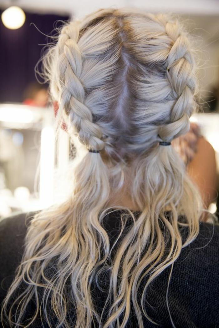 tresse collé femme, deux tresses de côté et cheveux blonds et longs