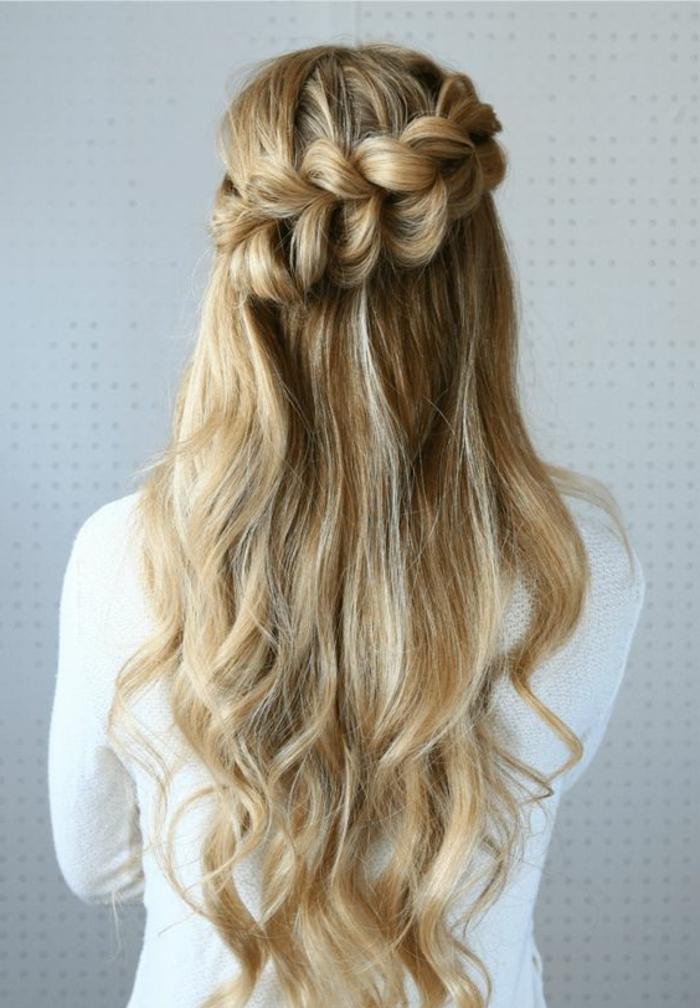 tresse collé, une tresse couronne inclinée, cheveux longs couleur blond