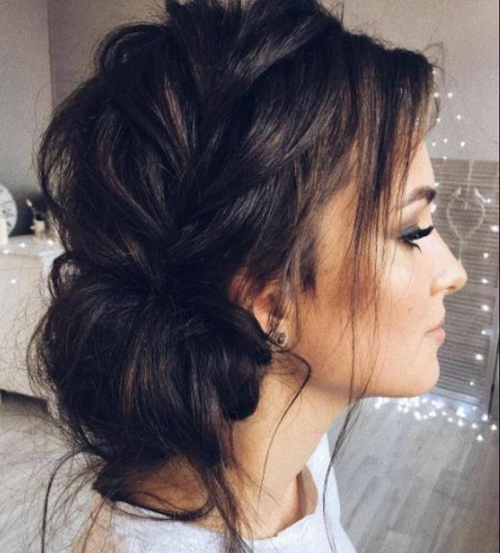 tresse sur le coté, chignon décoiffé, coiffure mariage femme, comment faire une tresse, coiffure floue