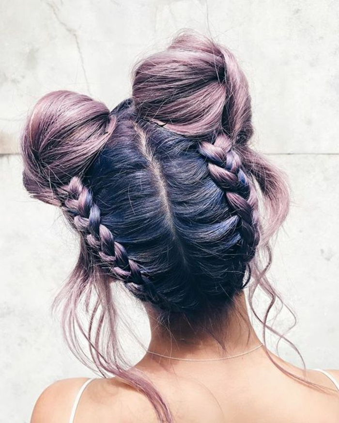 tresse africaine macarons, quelques mèches lachés, cheveux couleur violine  et rose, idée de