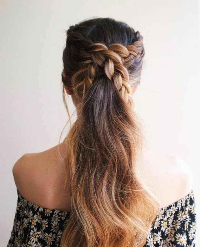 tresses africaines, entrecroisées, queque de cheval, balayage, idée de coiffure féminine de printemps, robe à motifs floraux