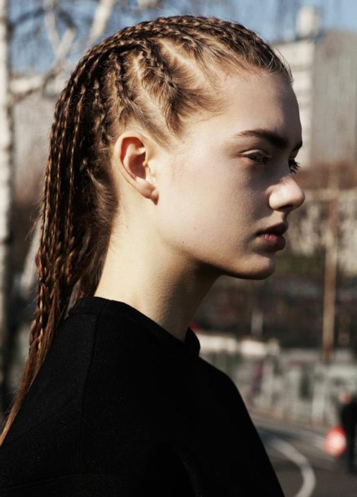 tresses collées, coiffure avec tresses africaines, cheveux chatains