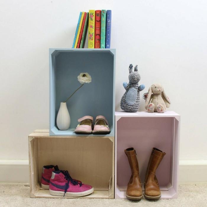 cagette en bois, trois caisses, rangement chaussures, livres, fleurs, jouets DIY, meuble à fabriquer soi meme