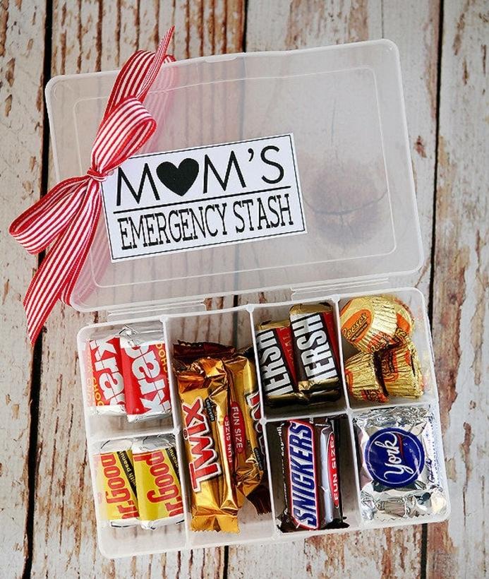 trousse secours pour maman, boite en plastique, remplie de gourmandises, cadeau pour la fête des mères