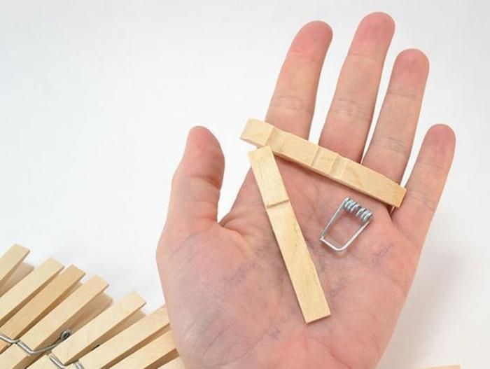 que faire avec des pinces à linges en bois, tuto facile pour réaliser un dessous de plat en pinces à linges
