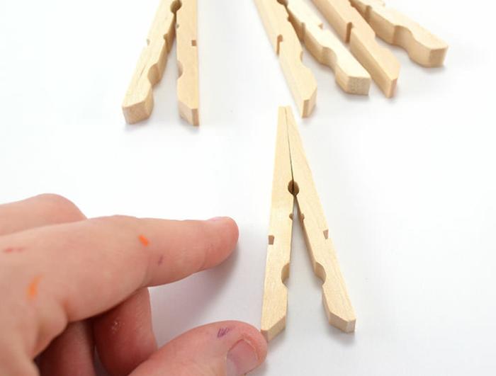 tuto facile pour réaliser un dessous de plat en pinces à linge, que faire avec des pinces à linges en bois