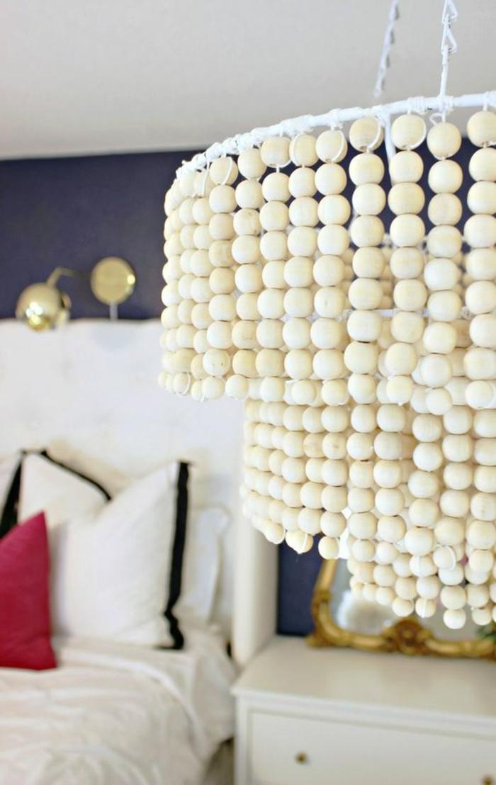 projet déco avec perle de bois, réaliser un lustre suspendu imposant