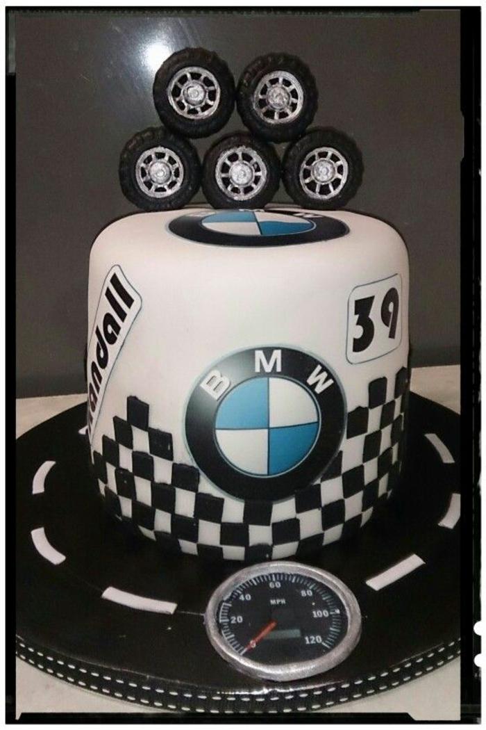 Un gateau anniversaire special gateau facile et original pour anniversaire BMW