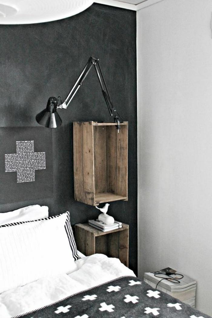 idee deco chambre en noir et blanc, lampe de nuit noire, etagere cagette et table en cageot, aspect usé, vintage