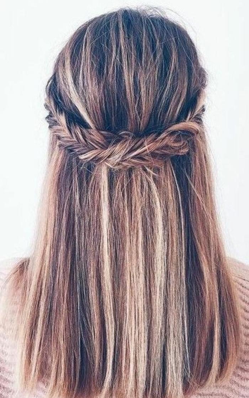 couronne de tresse, modèle tresse épi de blé, couronne, cheveux lisses lachés, idée de coiffure femme style simple décontracté
