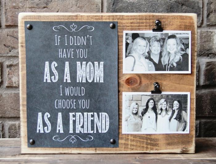 idee fete des meres, cadeau personnalisé, planche en bois message intéressant et photos mère, filles, diy tableau mémoires