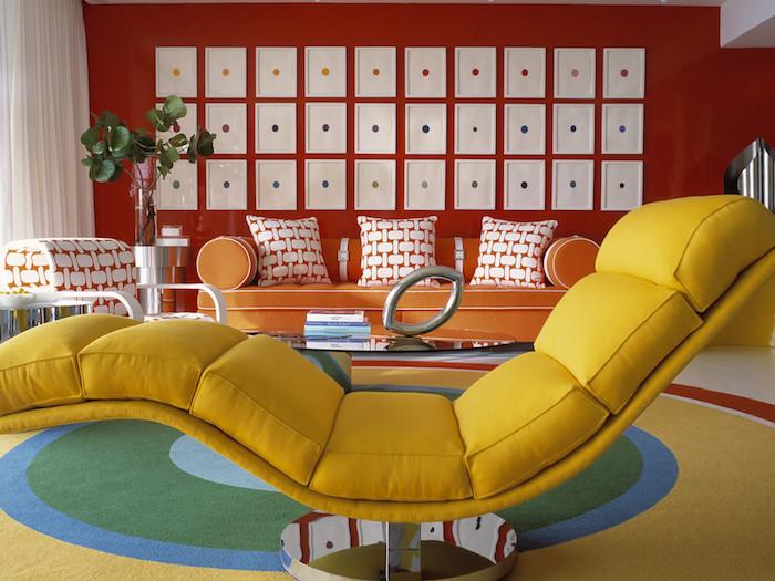 idée déco salon retro avec meubles vintage jaune orange