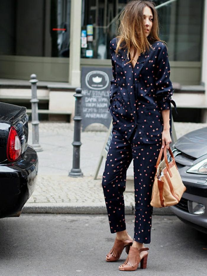 Comment bien s habiller femme avion femme pyjama tailleur mode