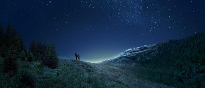 que faire quand on s ennuie, observer les étoiles, nature, lunette astronomique ou telescope, couple, ciel de nuit