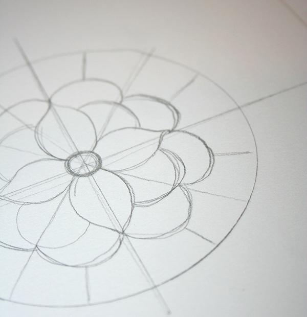 ajouter des pétales de fleurs, activite manuelle pour adultes, comment faire un dessin mandala soi meme au crayon
