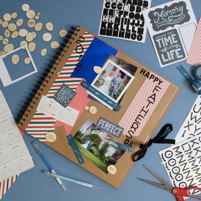un album photo personnalisé, technique scrapbooking, souvenirs père, fille, cadeau fête des pères à fabriquer soi meme, stickers, photos, lettres décoratives
