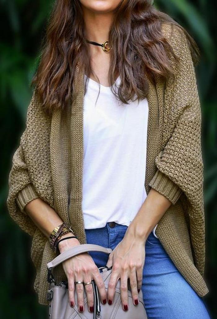 mode annee 1980 femme look quotidien veste en maille couleur olive avec manches type chauve-souris