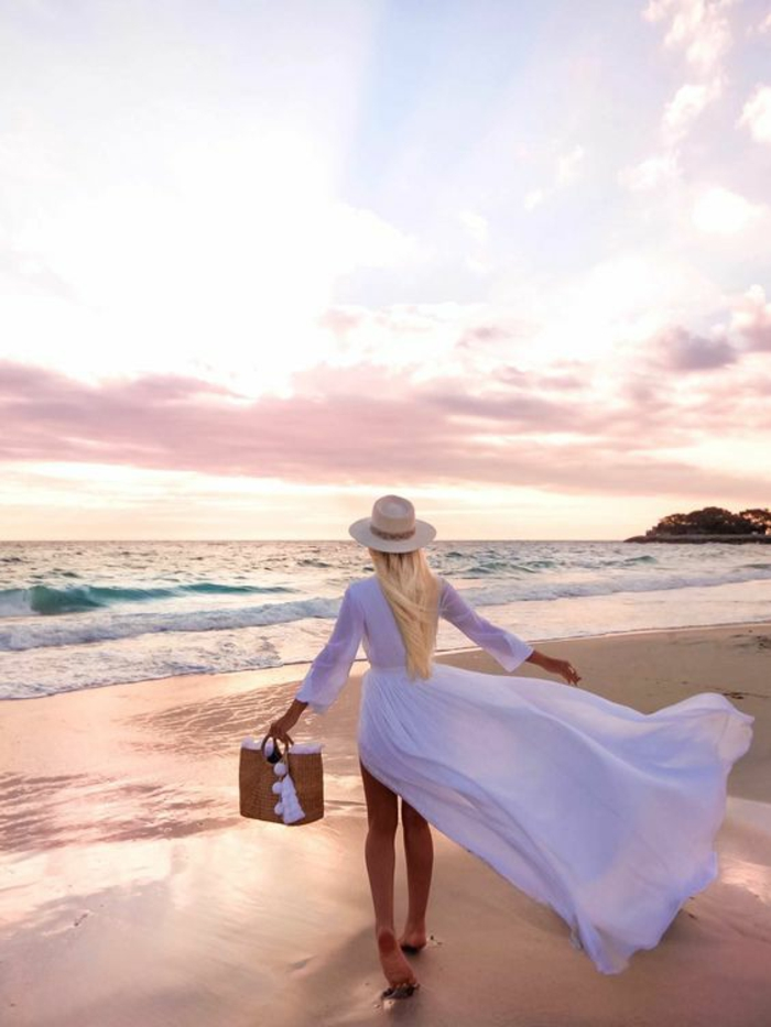 Robe longue blanche look bohème chic a la plage