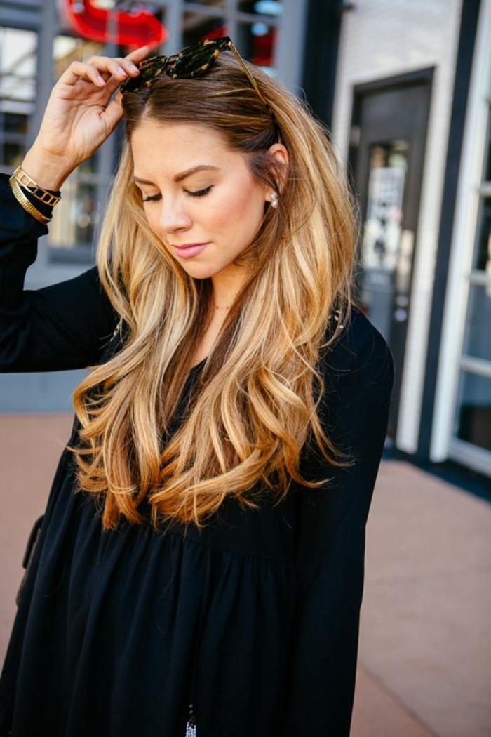 une coloration blonde sur brune claire pour un effet contrasté et ensoleillé