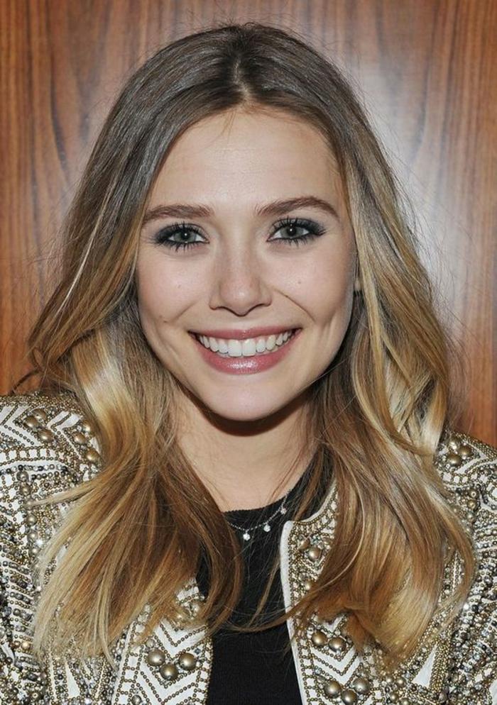 une coloration blonde sur brune pour un effet ensoleillé naturel, cheveux aux pointes blond soleil