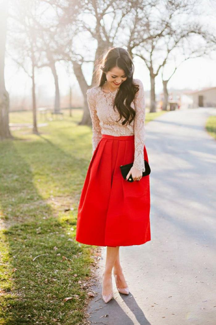 Idee tenue classe femme tenue du jour rouge et blanc dentelle top