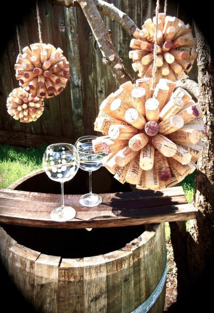 bouchon de liège, boule de polysryène et bouchons de liège transformés en décorations