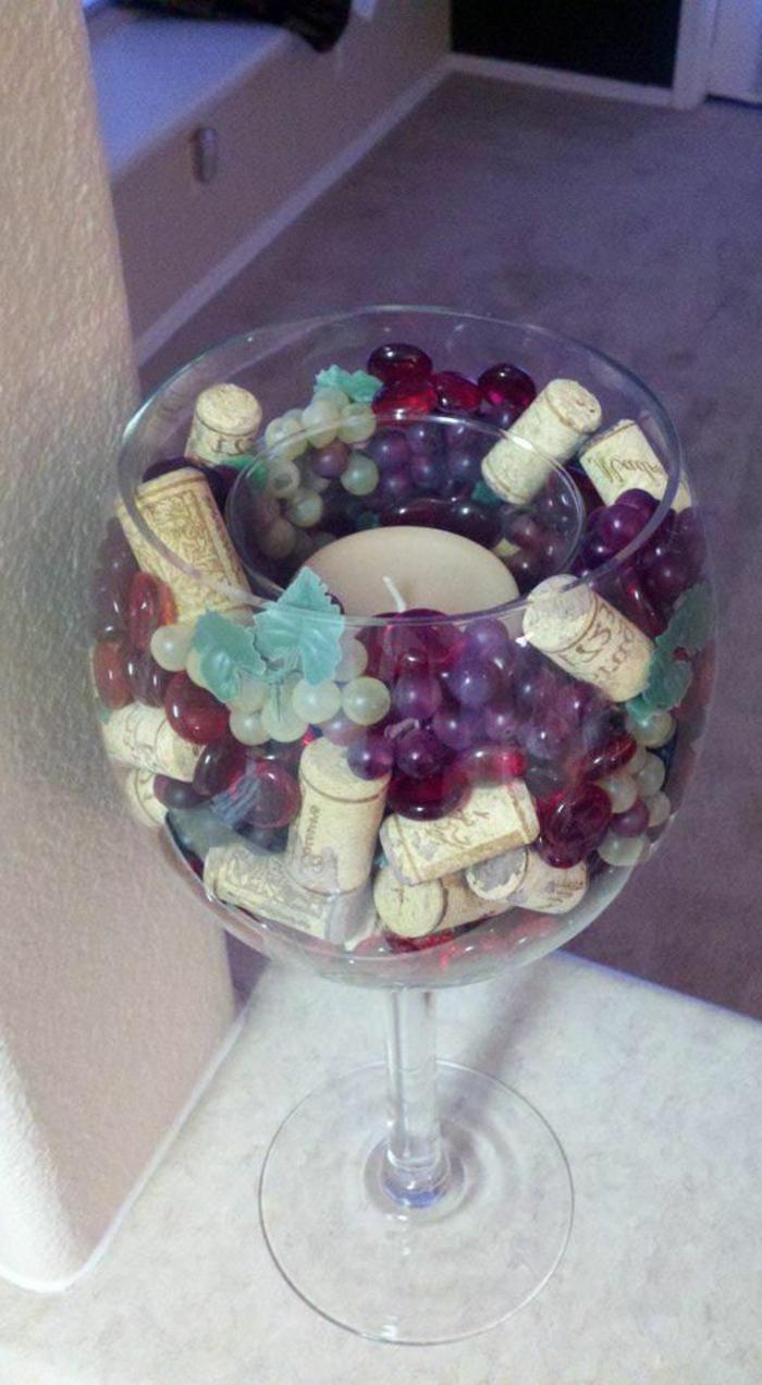 bouchon de liège, décoration centre de table en bouchons de liège et raisins
