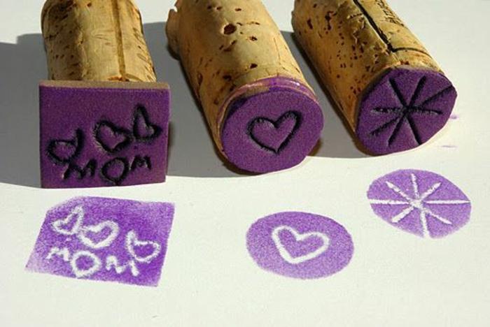 bouchon de liège, estampes faites avec des bouchons plongés dans de l'encre lilas