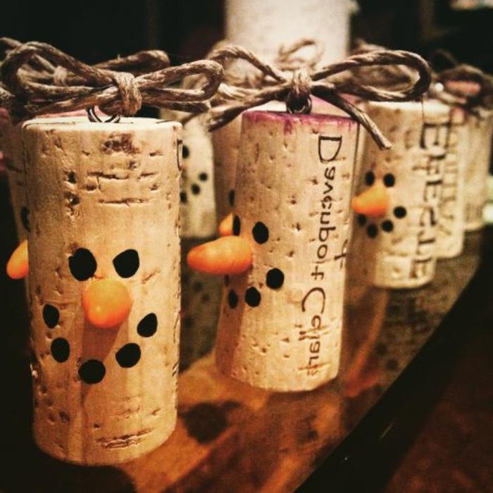 bouchon de liege decoration, pendentifs diy originaux, bohnomme de neige en liège