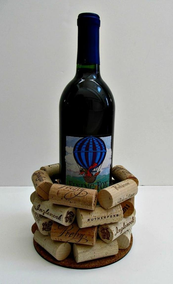 bouchon de liege decoration, porte vin diy à faire soi-même-bouteille-de-vin