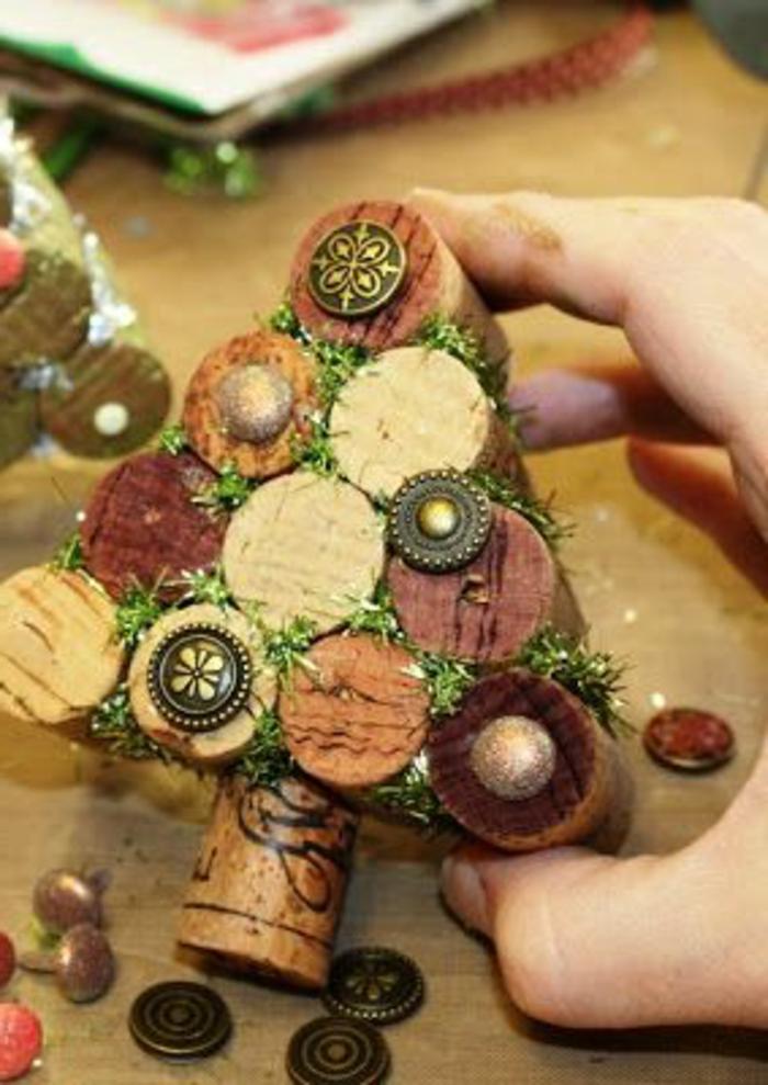 bouchon liege, arbre décoratif fait avec bouchons collés et mousse