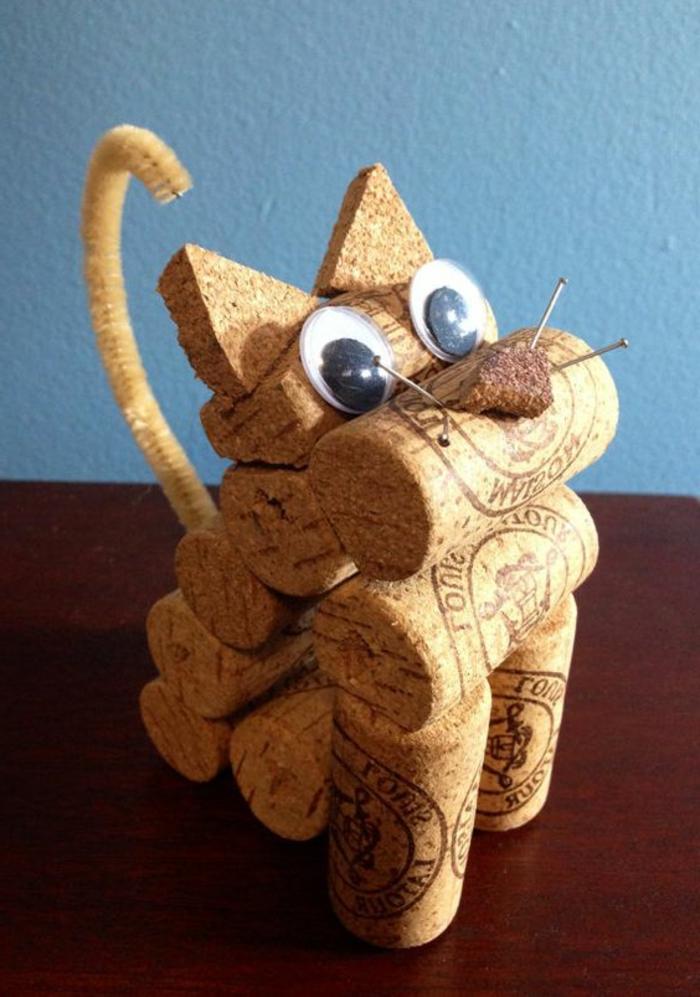 bouchon liege, chat décoratif facile à faire avec matériaux simples, bouchons à vin, nettoyeur de pipe