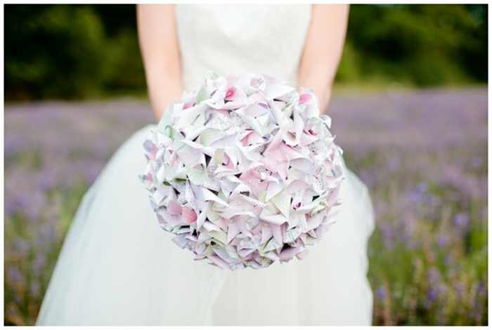 une alternative originale du bouquet de mariée traditionnel, mariage sur thème moulin à vent papier