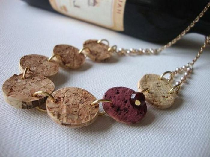 bricolage avec bouchon de liège, rondins de liège en chêne, collier diy