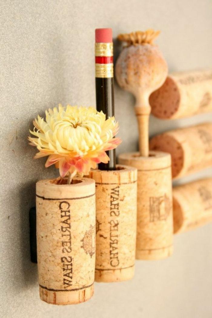 bricolage avec bouchon de liège, mini pots de fleur en liege et porte crayos
