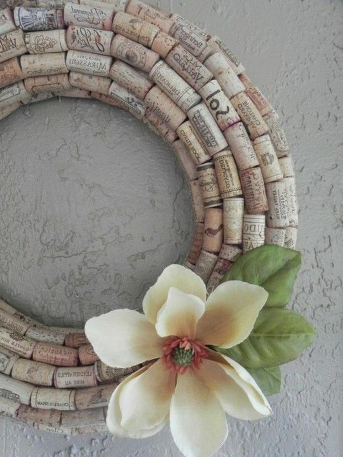bricolage avec bouchon de liège, couronne originale avec bouchons à vin utilisés