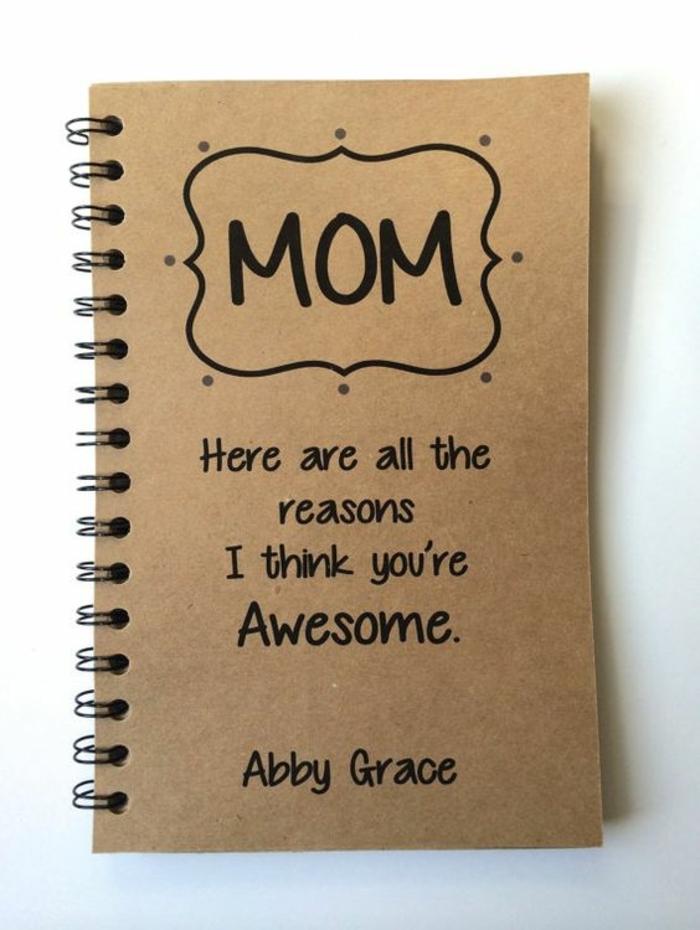 bricolage fête des mères, cadeau personnel à offrir à sa maman, cahier avec messages