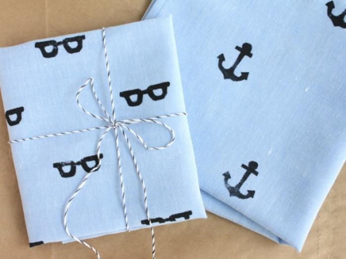 résultat cadeau fête des pères à fabriquer, pochette de costume, mouchoir à motifs divers, crées avec un cachet diy