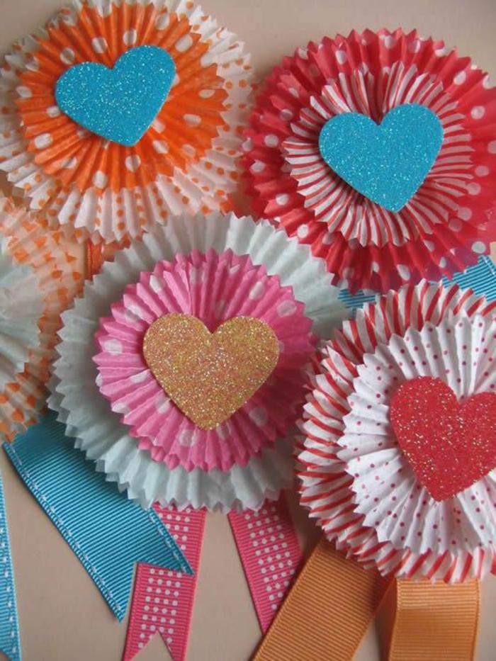 cadeau pour la fête des mères a fabriquer, faire des fleurs en moules de cupcake