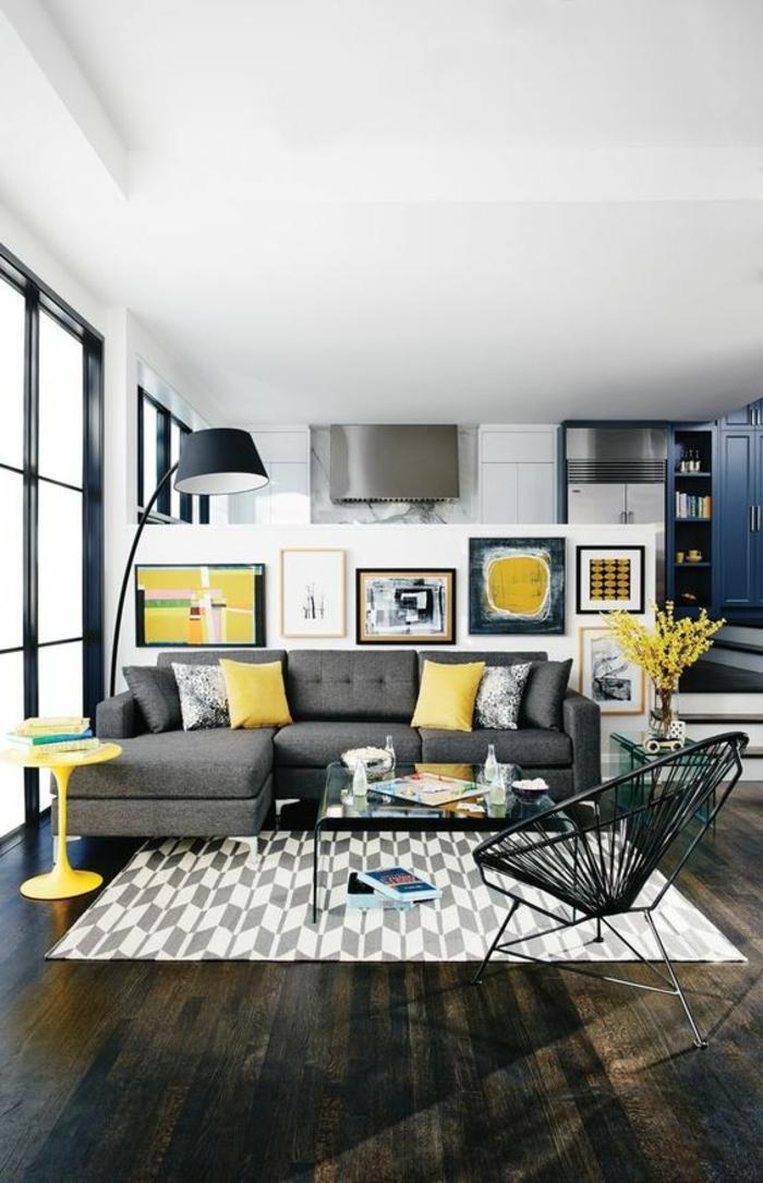 cadre rectangulaire, plafond suspendu, fleurs séchées, chaise ronde, table en verre, canapé gris foncé