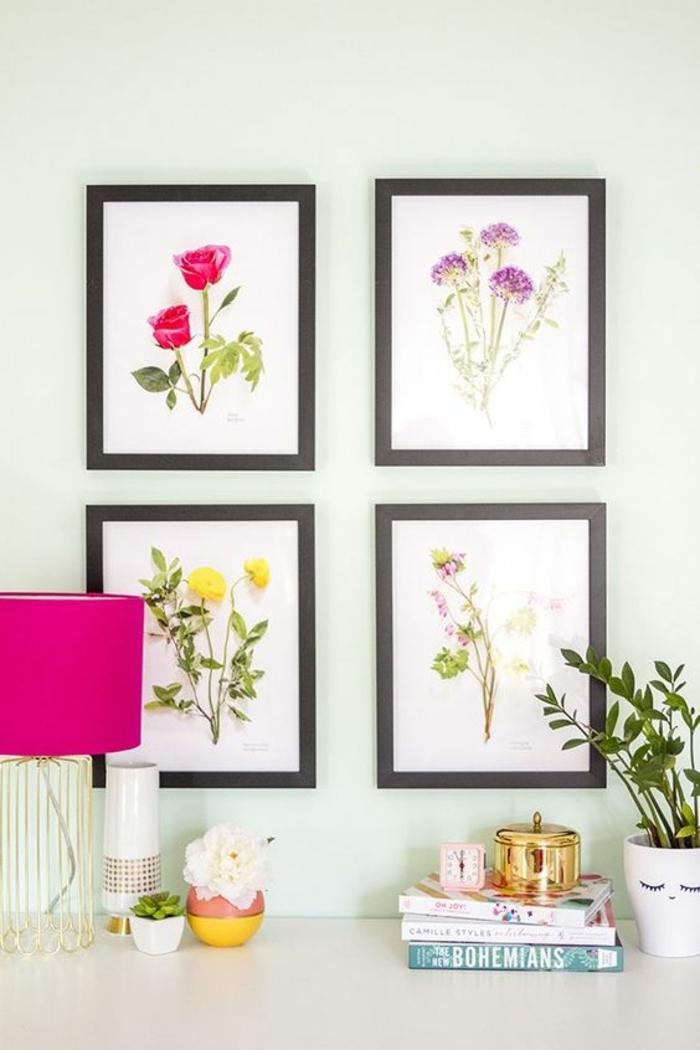 cadre rectangulaire, lampe rose, fleurs artificielles, plantes vertes, livres, boîte de bijoux, horloge rose
